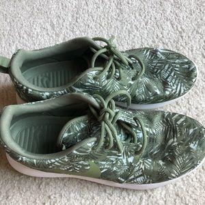 Nike palm print sneakers